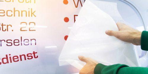 Werbetechnik / Autobeschriftung mit Aufklebern / Beschriftung mit Klebefolie / Fahrzeugbeschriftung